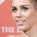 miley-cyrus-events_281129~1.jpg
