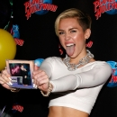 miley-cyrus-events_281829~0.jpg