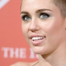 miley-cyrus-events_282229~0.jpg