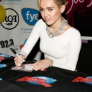 miley-cyrus-events_282829.jpg