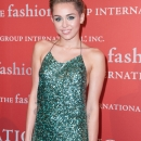 miley-cyrus-events_28529~1.jpg